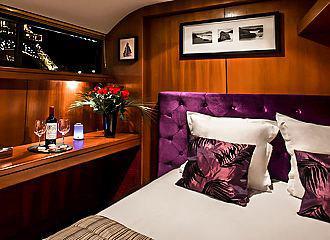 Le VIP Paris Yacht Bedroom Three