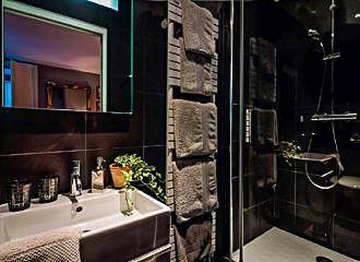 Les3chambres En Suite Bathroom