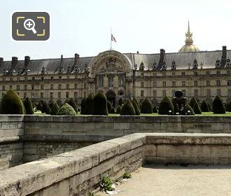 Picture Showing The Front Of Hotel Les Invalides