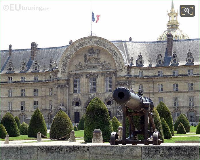 Hotel Les Invalides Cannon
