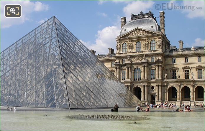 Pavillon Richelieu And Pyramid