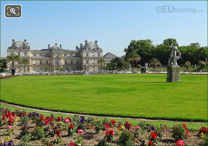 Jardin Luxembourg Central Garden Curved Parterre
