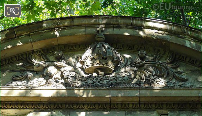 Sculpted Crown Above Fontaine De Leda