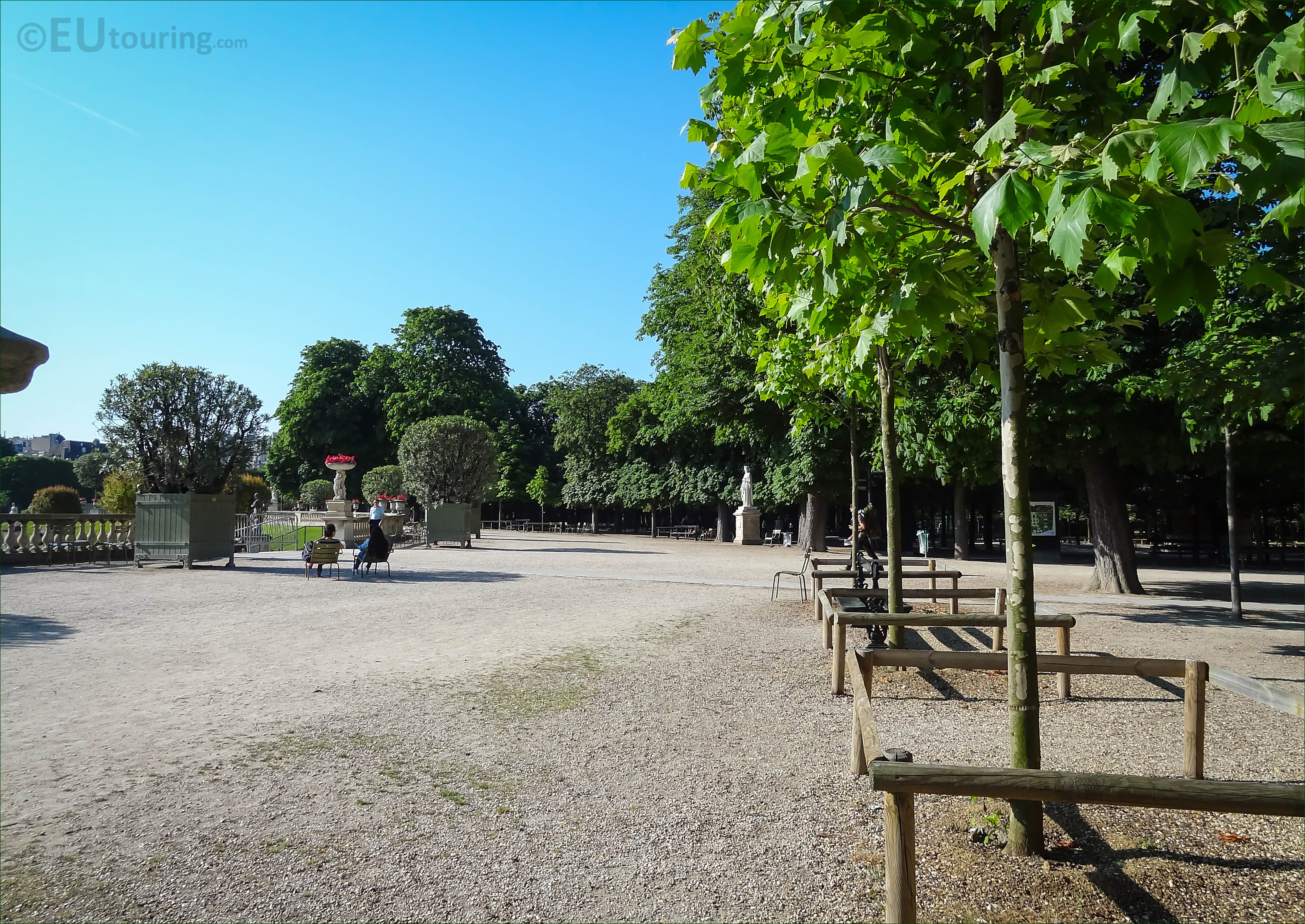 photo of jardin du luxembourg semicircular western terrace