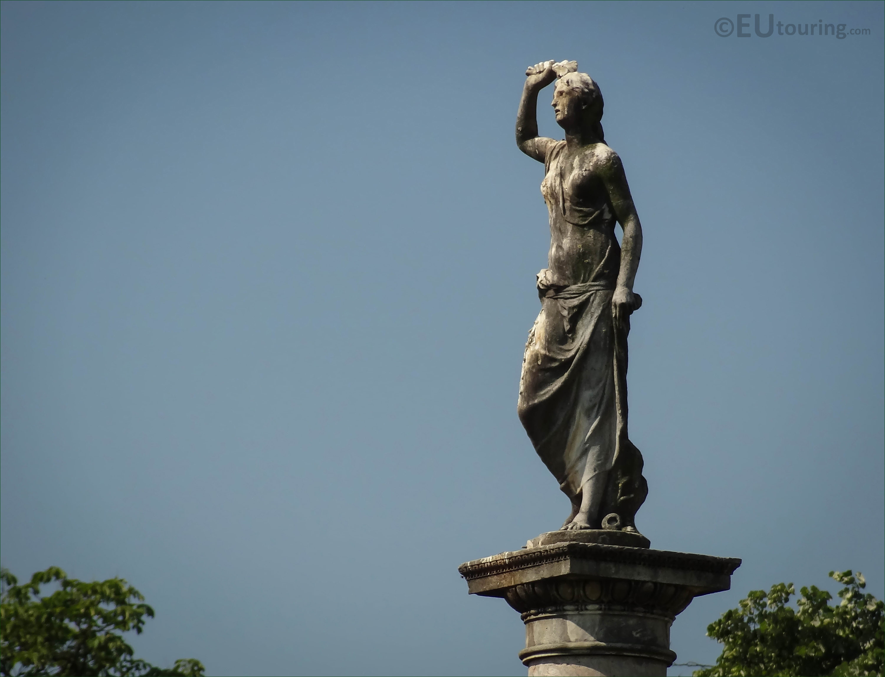 Dess Of Love Statue In Central Garden Jardin Du Luxembourg