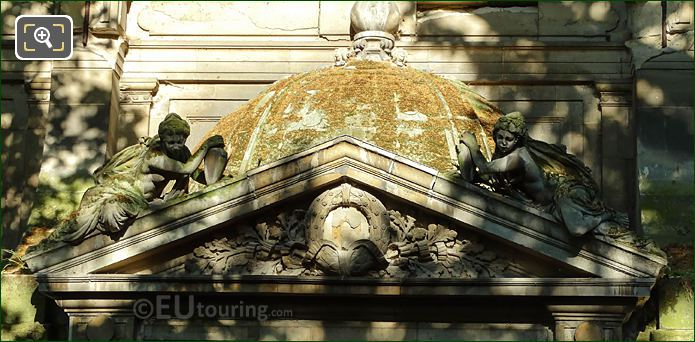 Fontaine De Leda Dome Roof With Two Water Nymphs