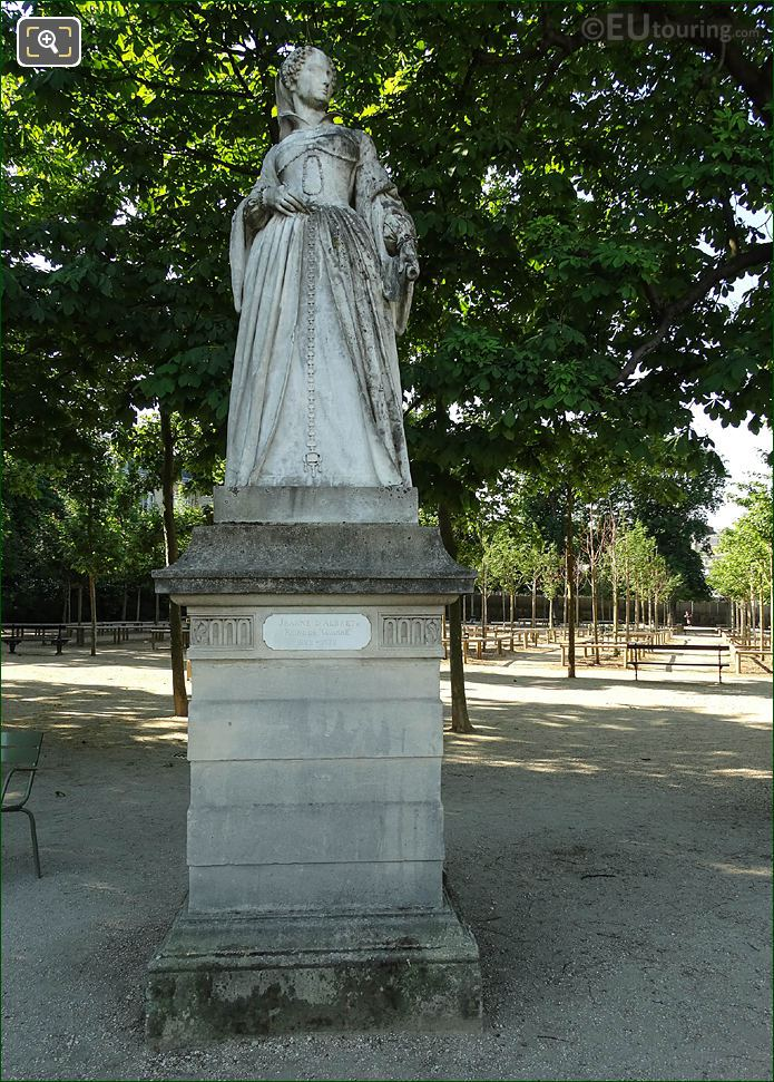 Jardin Du Luxembourg Queen Of Navarre Statue On Eastern Terrace