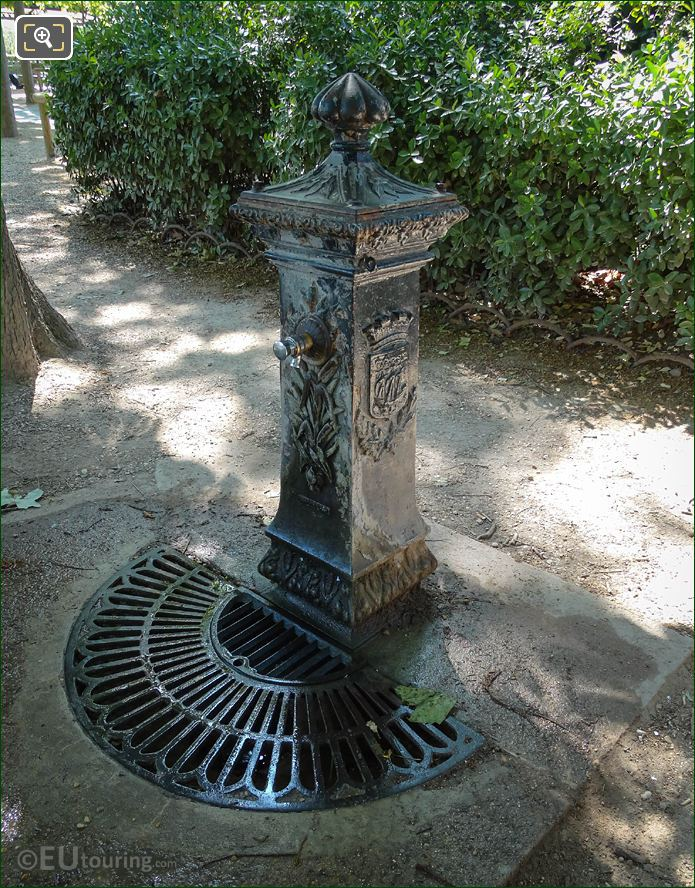 Wallace Fountain With Drinking Water