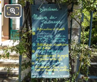 Maison Du Jardinage Welcome Sign