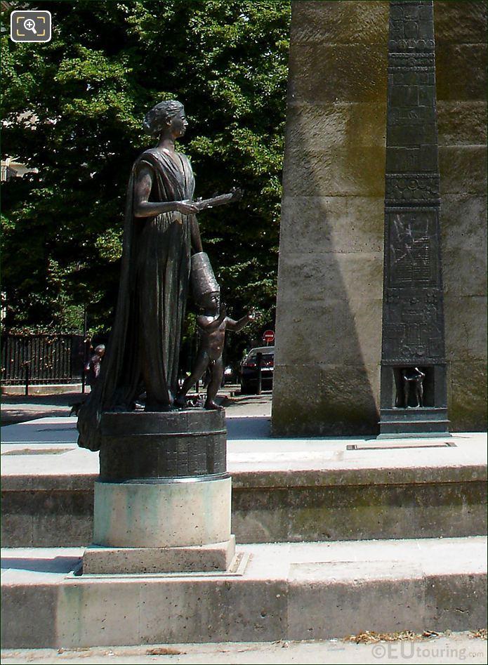 Statues In Front Monument des Droits de L'Homme