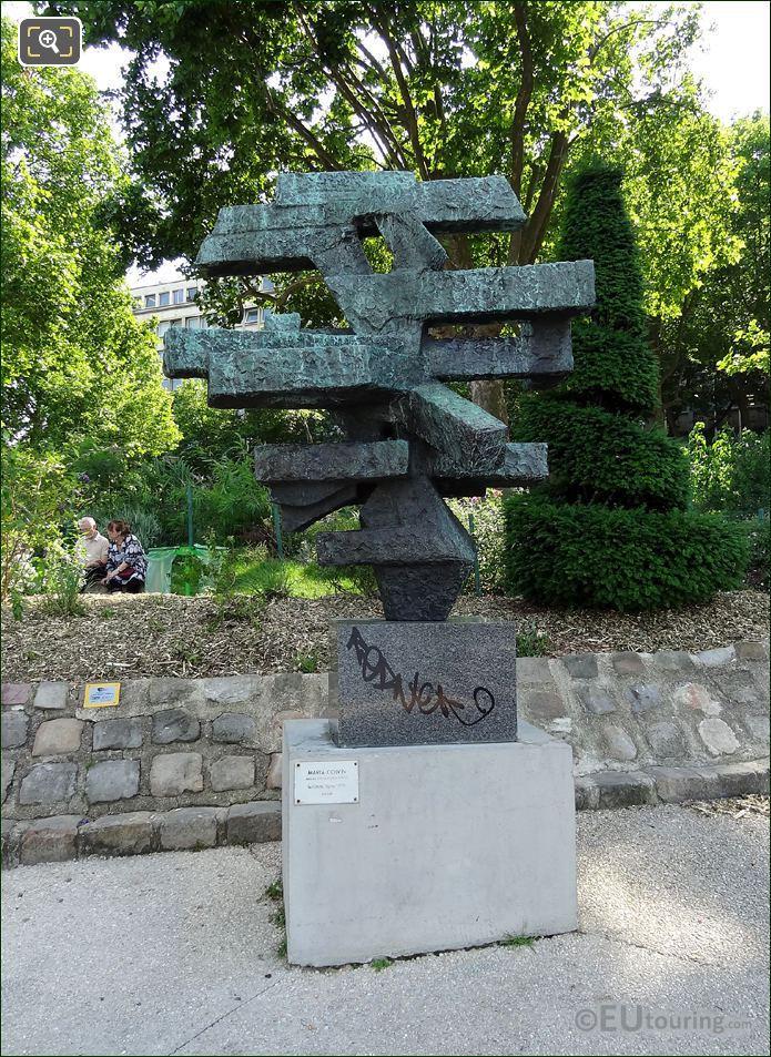 Le Grand Signe Sculpture
