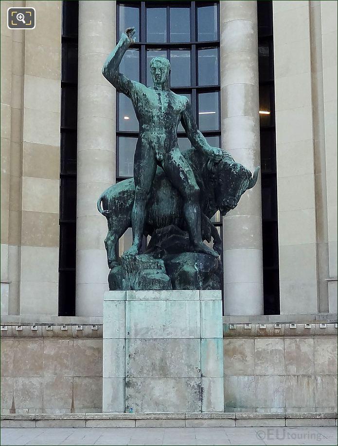 Palais De Chaillot Hercule Domptant Un Bison Statue