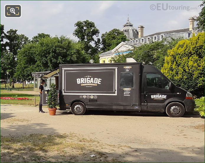 La Brigade Mobile Food Vendor Jardin Des Champs Elysees