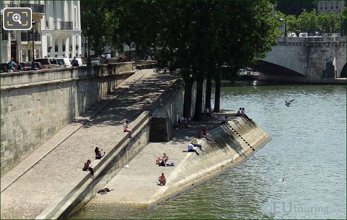 River Seine Next To Ile de la Cite