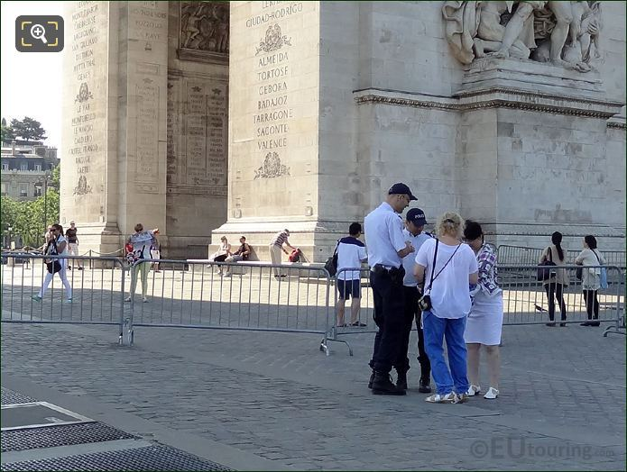 Paris Police Helping Tourists