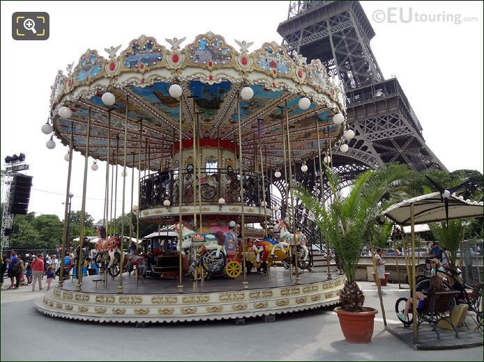 Merry Go Round Next To Pont d'Iena