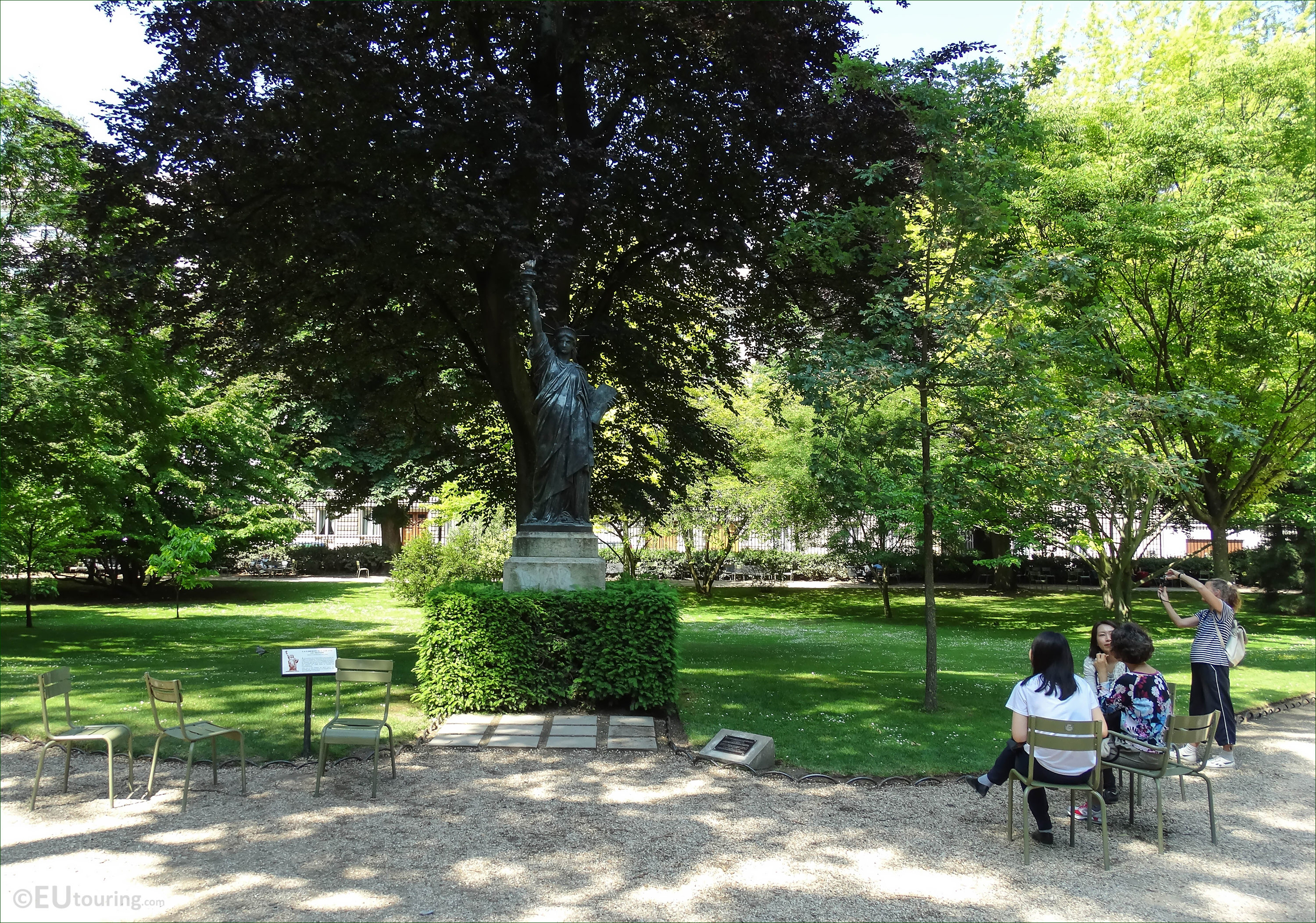 Photo Of Statue Of Liberty Within Luxembourg Gardens Paris Page 200
