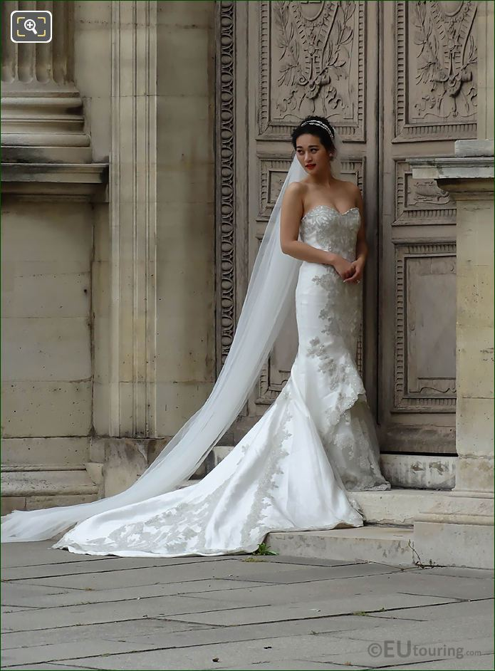 Brides Wedding Photos At Musee Du Louvre Paris