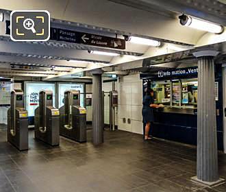 Paris Metro Info Desk At Palais Royal Stop