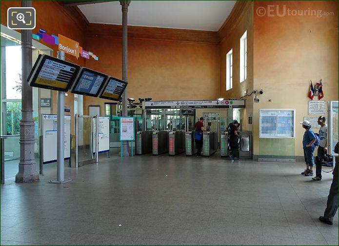 Turn Styles Metro Lines 4, 6 In Gare Denfert-Rochereau