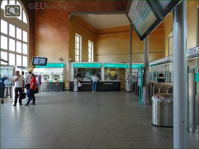 Main Hall Inside Gare Denfert-Rochereau Station