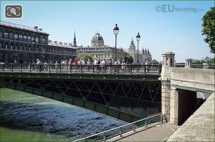 Pont d Arcole Tourists