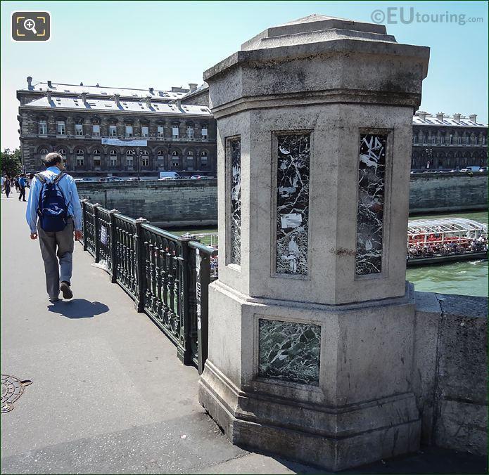 Pont d Arcole Keystone Pillar
