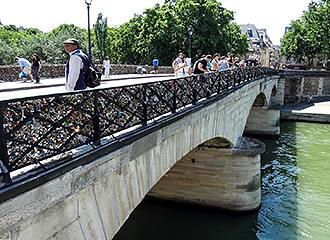 Pont de l Archeveche East Side