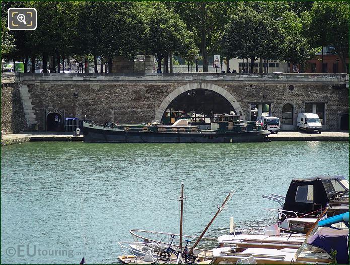 Ibis Houseboat At Port De l Arsenal