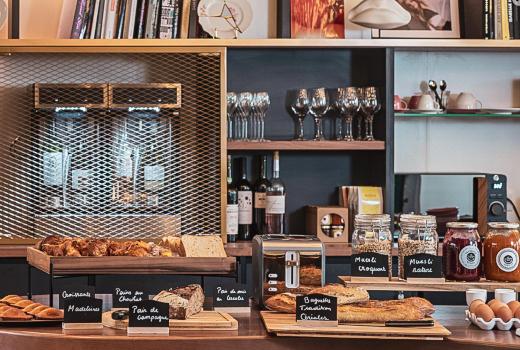 Seven Hotel Paris Bar