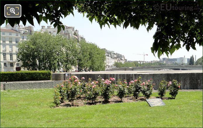 Square de L'Ile-de-France Garden