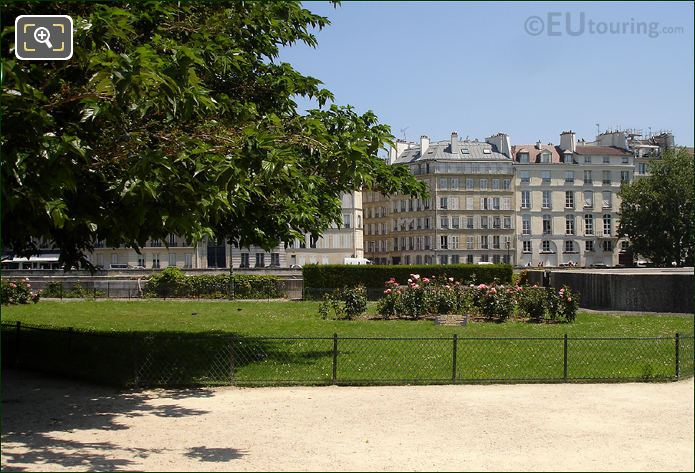 Garden Area Of Square de L'Ile-de-France