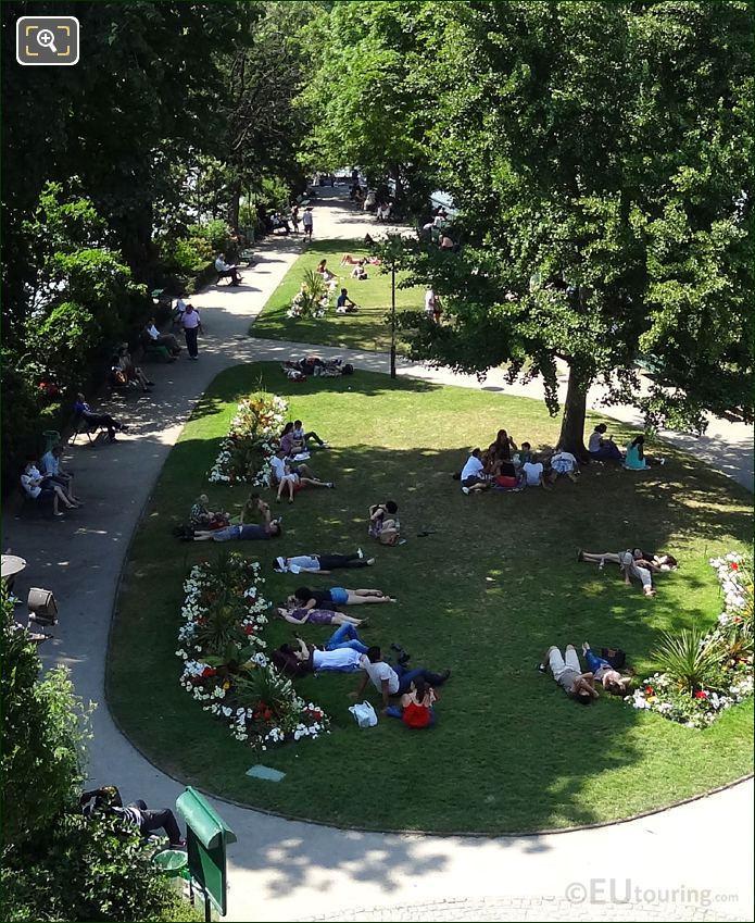 Square Du Vert Galant Lawn Area