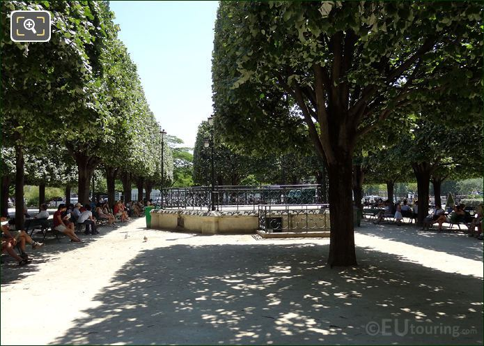 Square Jean XXIII In Paris