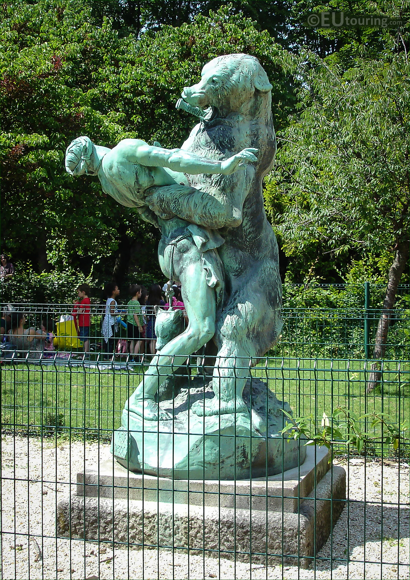 photos of denicheur d 39 oursons statue in jardin des plantes page 154. Black Bedroom Furniture Sets. Home Design Ideas