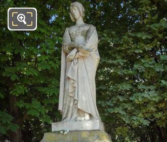 1848 Laure De Noves Statue