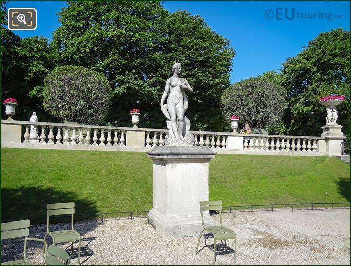 Statue Venus Au Dauphin 6th Arrondissement