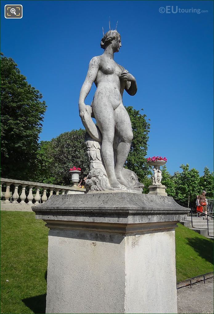 Statue Venus Au Dauphin