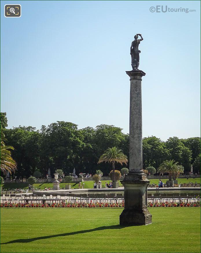 Back Of Venus Sortant Du Bain Statue