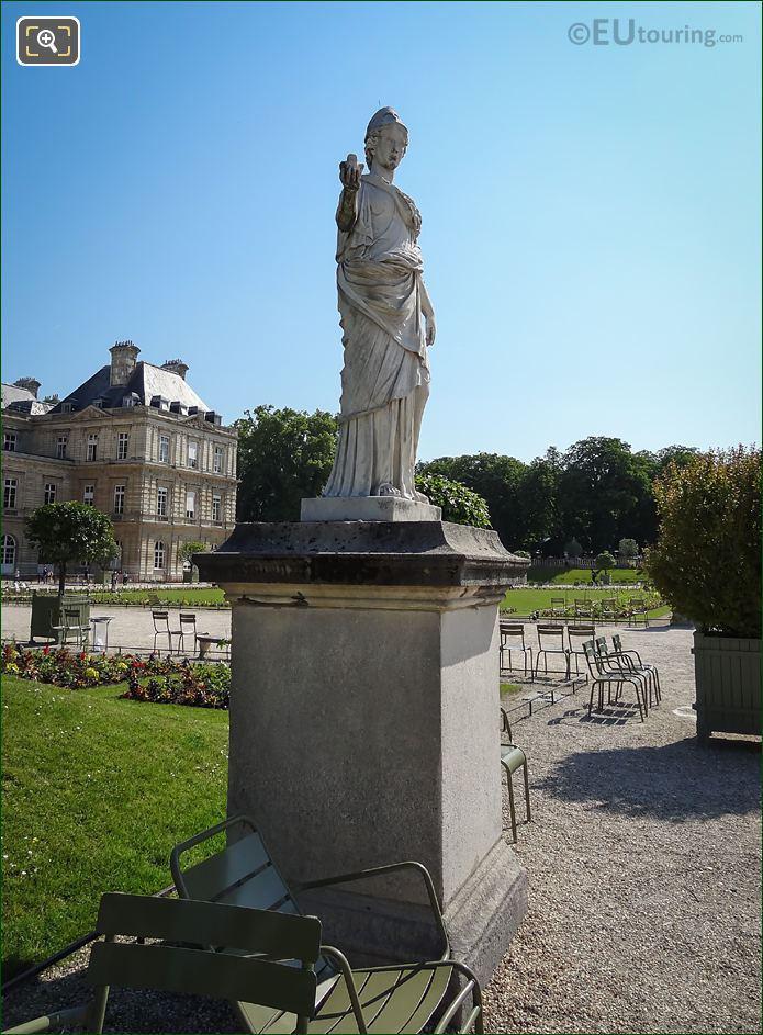 Minerve A La Chouette Statue West Side