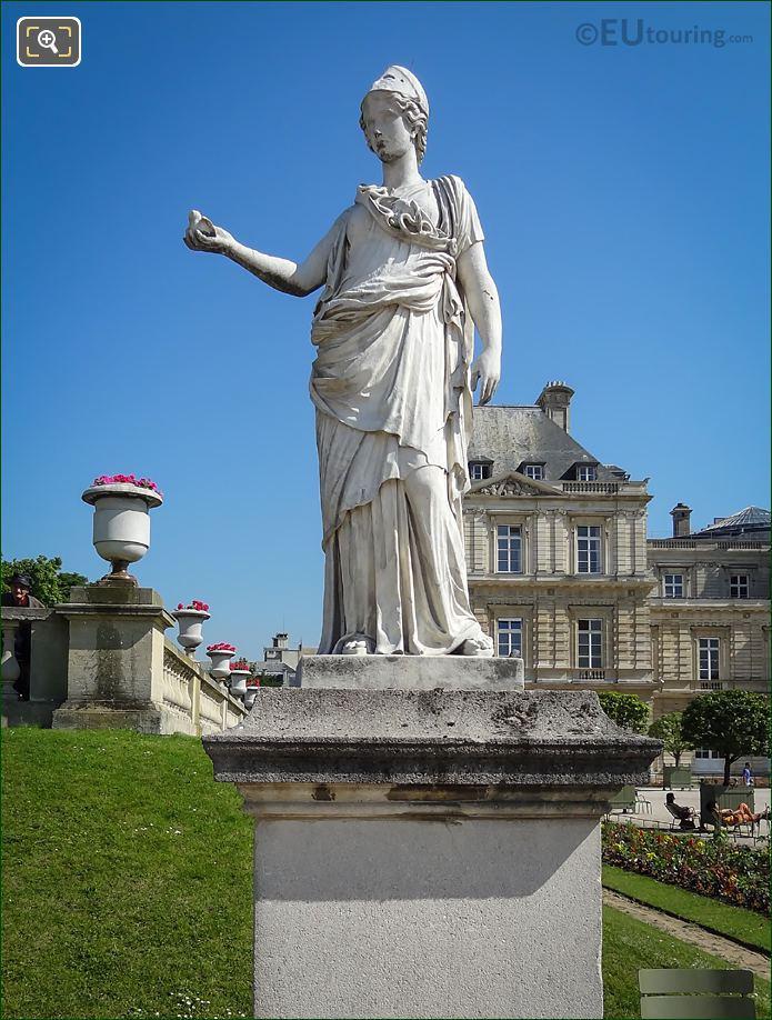 Statue Of Minerve A La Chouette
