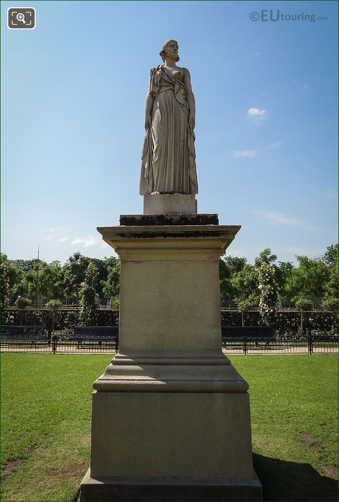 La Messagere Statue In Rose Garden