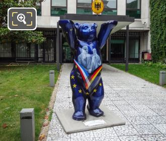 Paris United Buddy Bear Statue