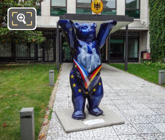 Paris United Buddy Bear Statue