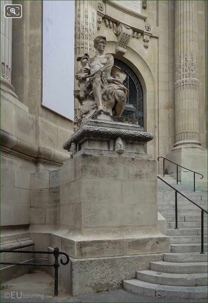 l'Art Industriel Statue On Stone Base