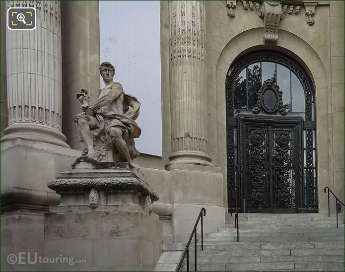 l'Art Industriel Statue Grand Palais Entrance