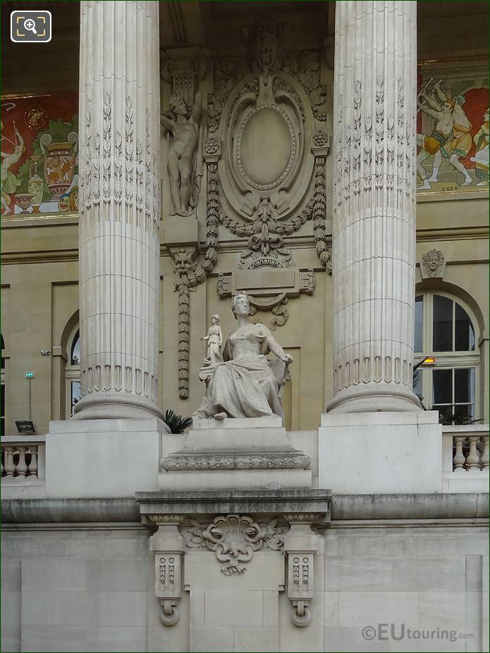 L'Art Grec Statue Between Grand Palais Columns