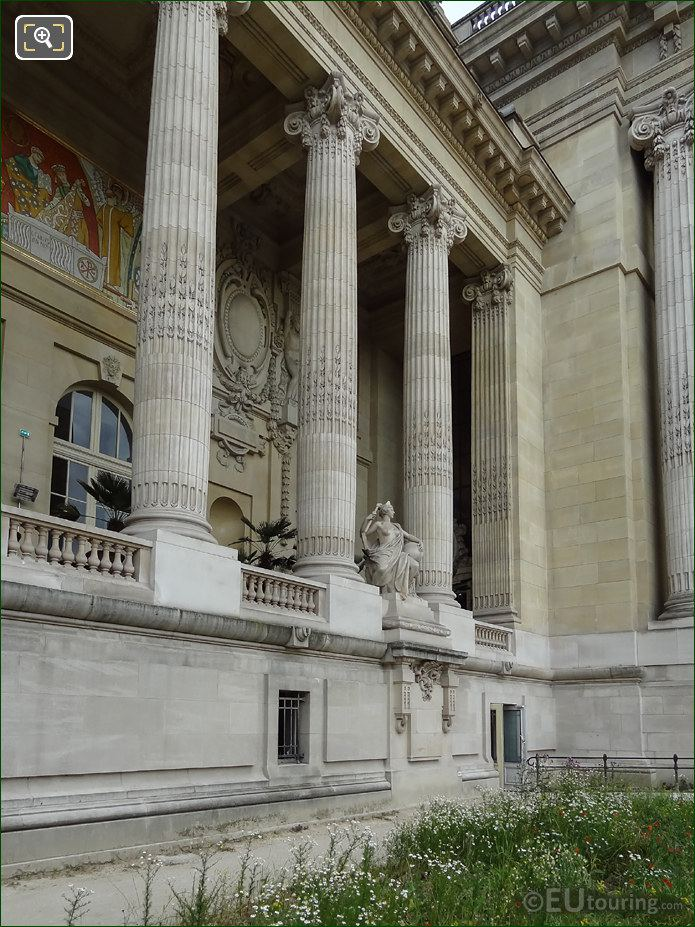 Grand Palais East Colonnade L'Art Romain Statue