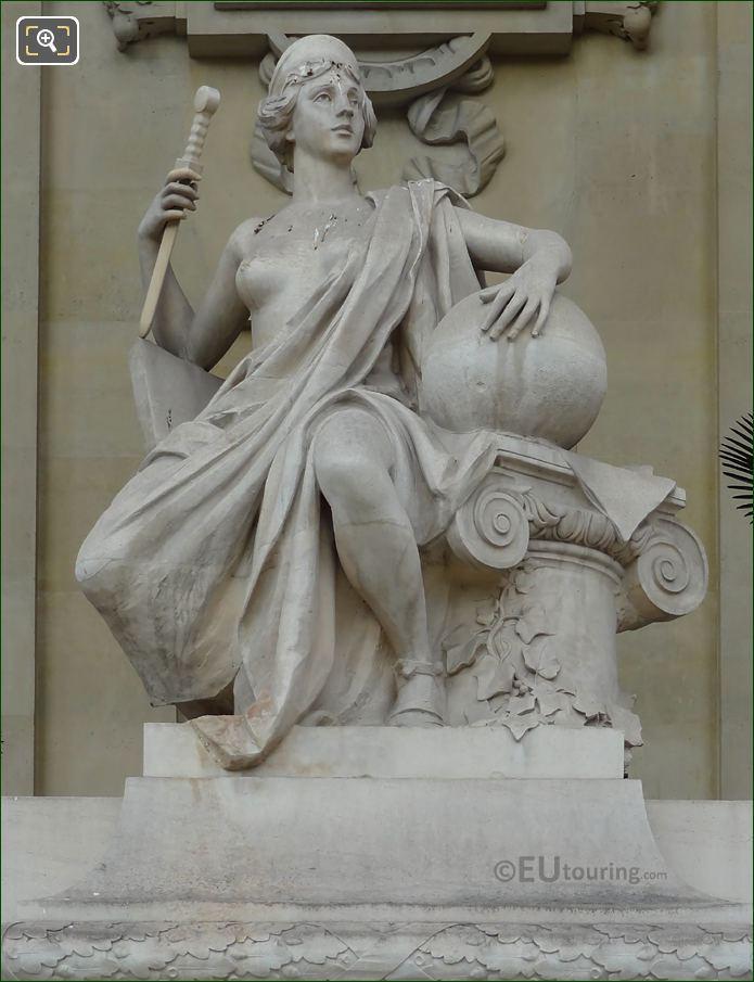 Statue L'Art Romain Front View