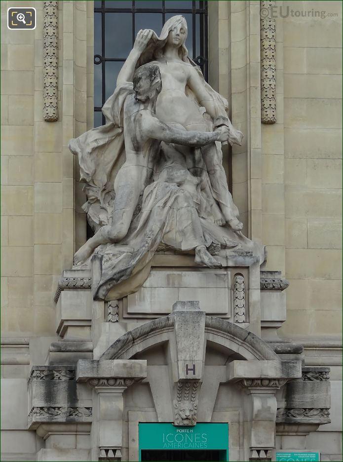 Front Of L'Art Et La Nature Sculpture On Pedestal
